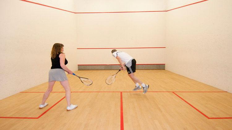 Tennis en squash bij Jachthaven Hindeloopen